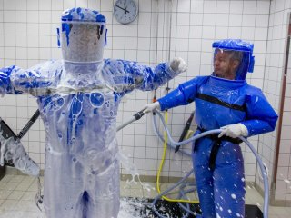 ebola-biohazard-suit-hose-3